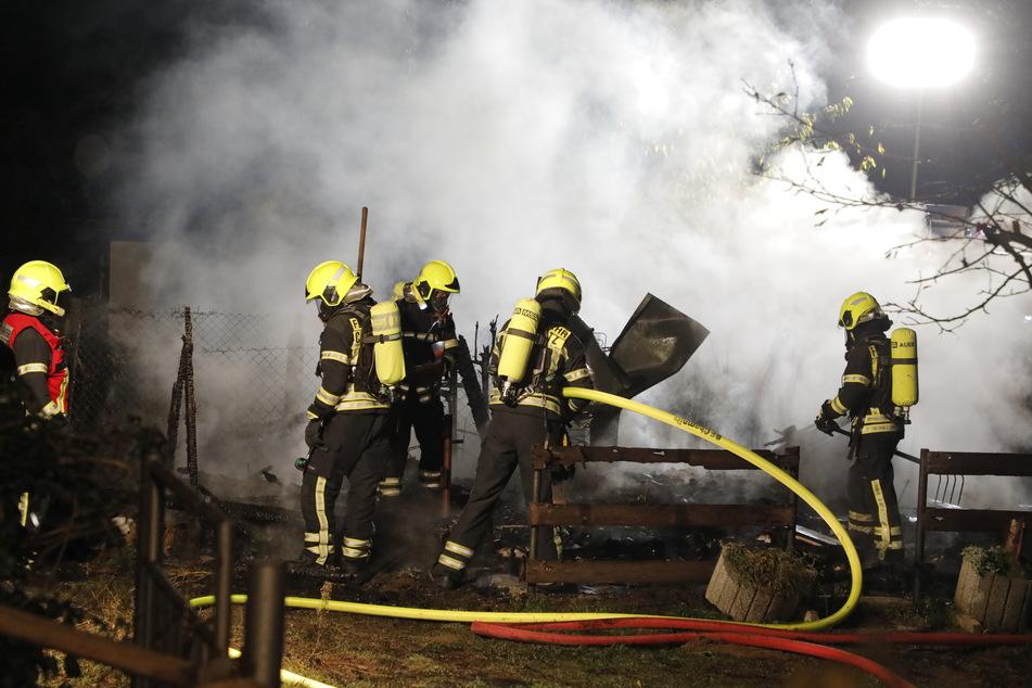 Laube brennt ab: Feuerwehreinsatz in Chemnitz