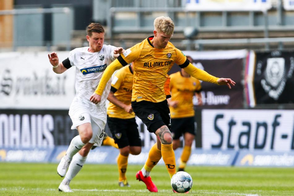 Simon Makienok (r., 29) überzeugte bei Dynamo Dresden als kämpfender Stürmer, der im Saison-Endspurt alles reinwarf.