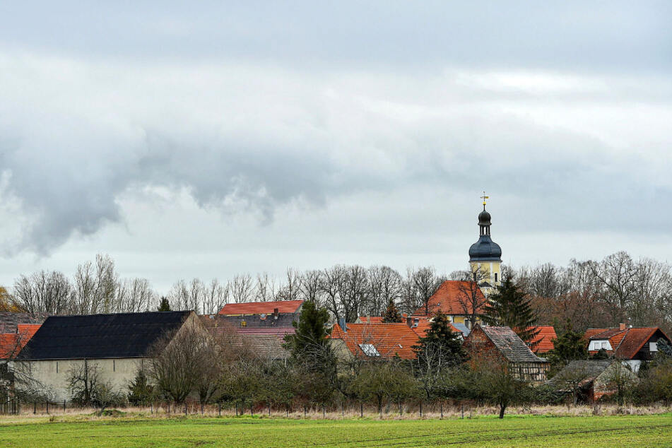 Kein Dorf wie jedes andere. Nur ein paar Meter weg von Pödelwitz liegt die Tagebaukante – und in ein paar Jahren ein neuer See.