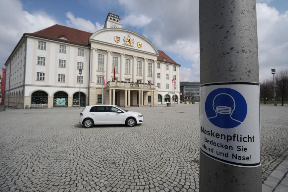 Blick auf das Rathaus in Sonneberg. Der Landkreis hat im bundesweiten Vergleich die höchste Inzidenz.