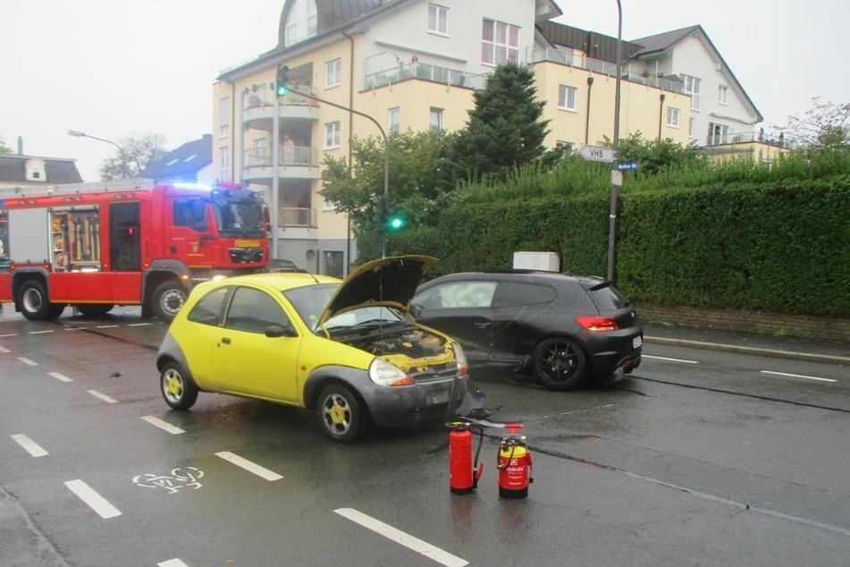 In Wermelskirchen (Rheinisch-Bergischer Kreis) sind am Montagabend vier Menschen bei einem Verkehrsunfall verletzt worden.