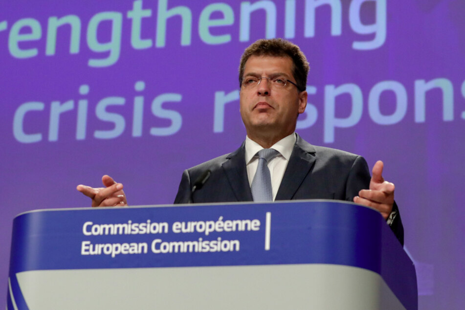 Die EU hat derzeit allerhand zu tun: Janez Lenarcic, EU-Kommissar für Krisenmanagement, spricht am 2. Juni bei einer Pressekonferenz über die Auswirkungen des neuen Haushalts- und Corona-Rettungsplans.