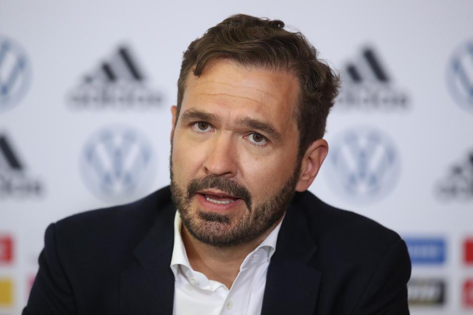 DFB-Generalsekretär Friedrich Curtius (45) spricht in der DFB-Zentrale bei einer virtuellen Pressekonferenz.