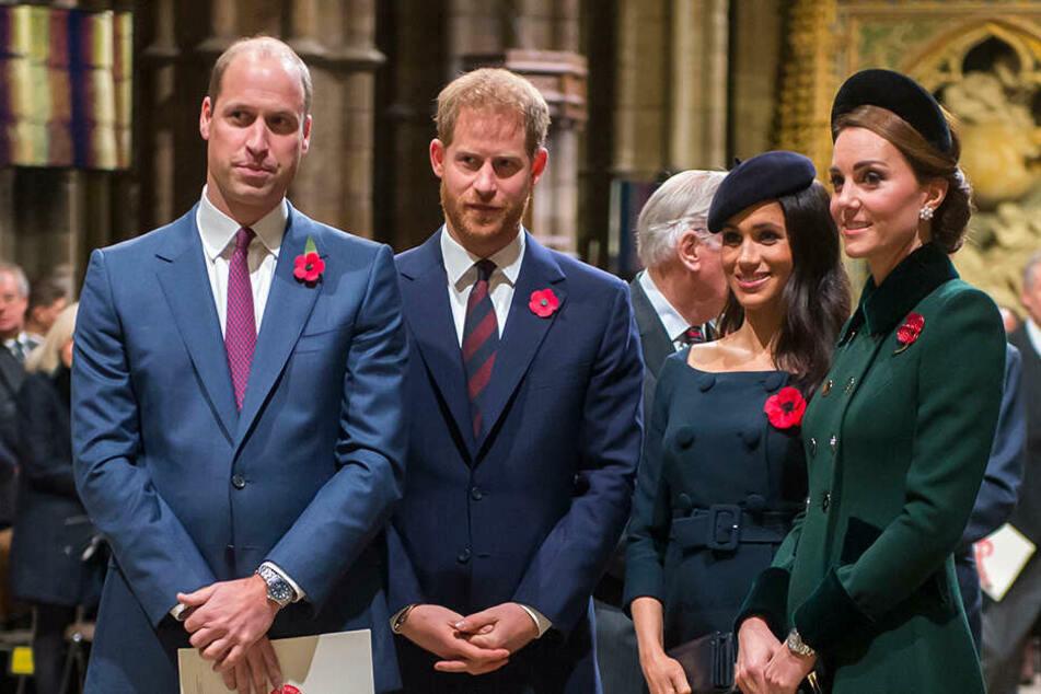"""Sie galten als die """"Fabulous Four"""" (v.l.n.r.): Prinz William (38), Prinz Harry (36), Herzogin Meghan (39) und Herzogin Kate. Doch mittlerweile soll der Kontakt gar nicht mehr gut sein!"""