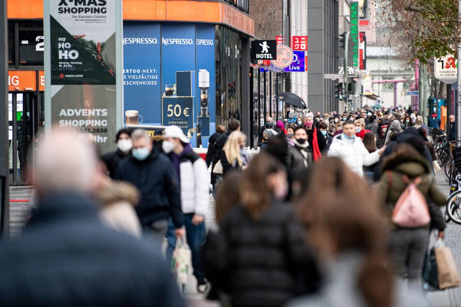 Ab Dienstag können die Berliner und Touristen auch wieder an der Tauentzienstraße shoppen gehen - allerdings unter Auflagen.
