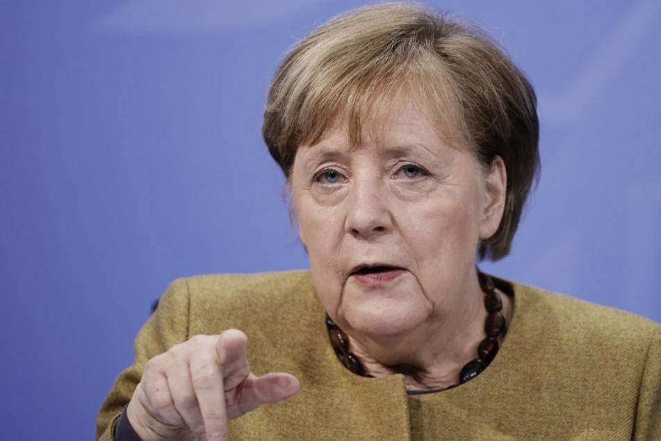 Bundeskanzlerin Angela Merkel stellt sich hinter den Impfstoff-Kurs ihres Kollegens Jens Spahn.