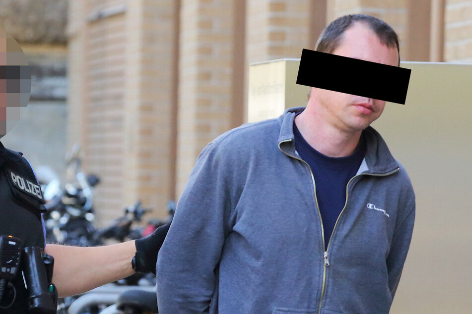 Hicks! Angeklagter Rüpel kam sturzbetrunken zum Prozess