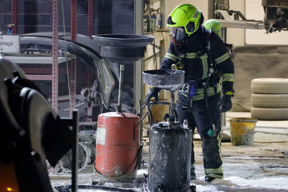 Kraftstoff-Behälter fängt Feuer: Brand in Chemnitzer Werkstatt