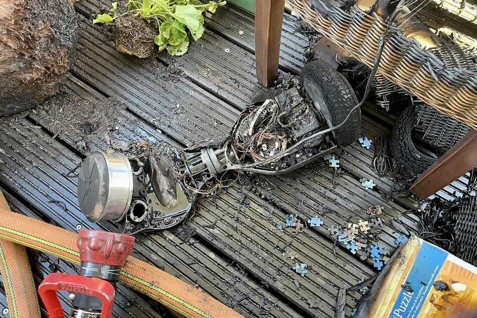 In Bergisch Gladbach hat ein Hoverboard, das im Wohnzimmer Feuer fing, eine Wohnung unbewohnbar gemacht. Die Bewohner blieben unverletzt.