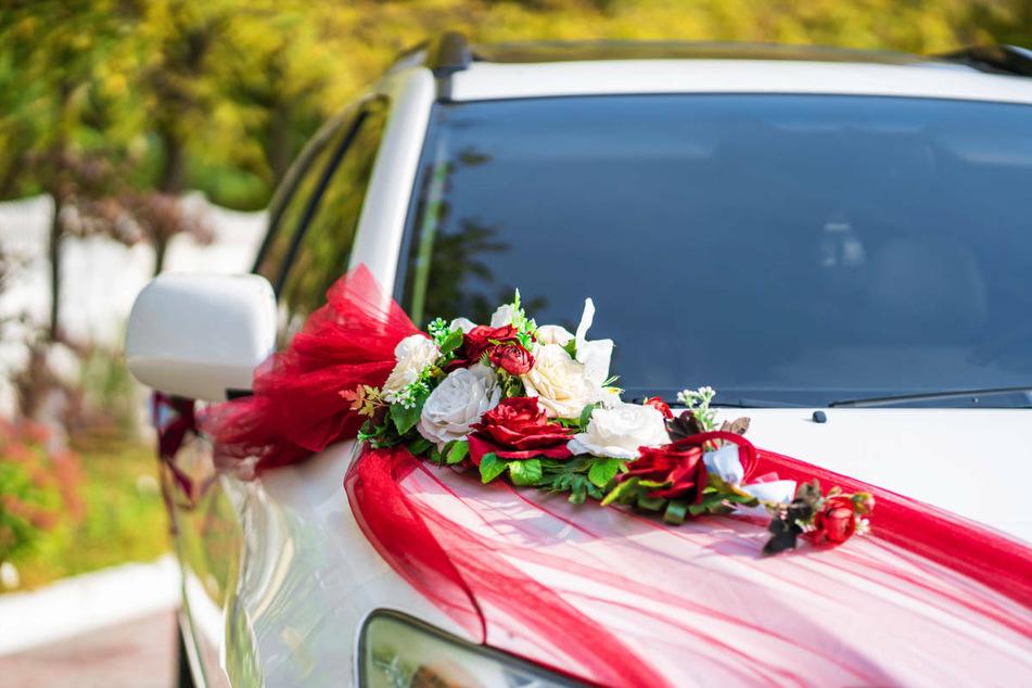 In Berlin haben sich im Rahmen eines mutmaßlichen Hochzeitskorsos zwei Männer ein illegales Autorennen geliefert. Zudem sollen Schüsse abgegeben worden sein. (Symbolfoto)