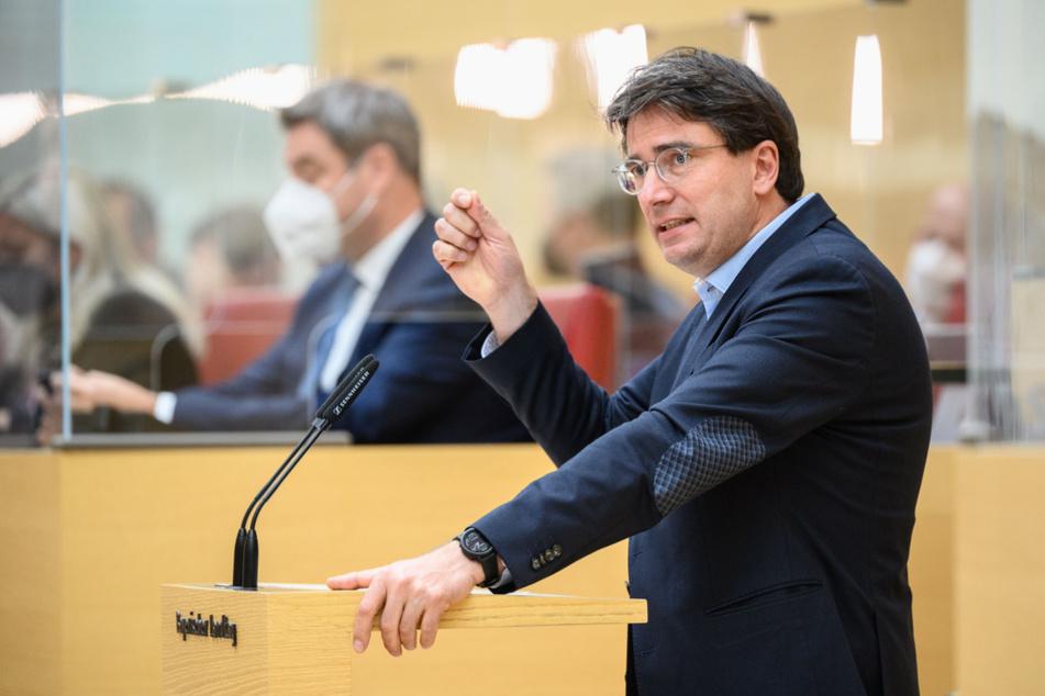 Florian von Brunn (52), SPD-Fraktionsvorsitzender im bayerischen Landtag, hatte Aiwanger scharf kritisiert.