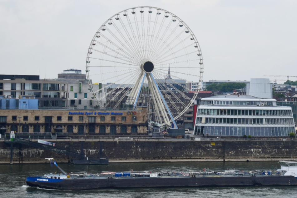 Köln: Neues Riesenrad am Kölner Rheinauhafen öffnet für Besucher