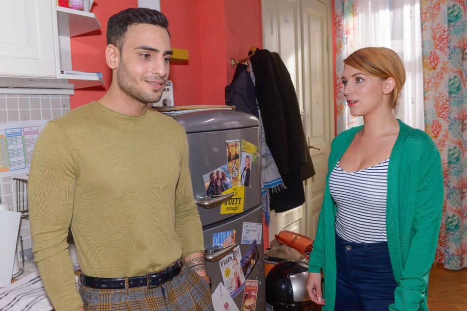 Lilly versucht, Nihat von seinen Familienproblemen abzulenken.