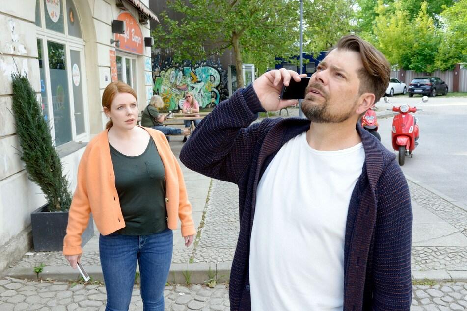 Leon und Toni erfahren, dass Nina bedroht wird.