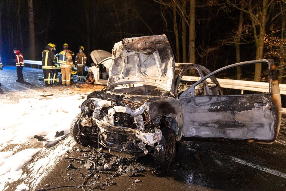 Crash auf Bundesstraße in Thüringen: Auto fängt Feuer, Drei Verletzte!