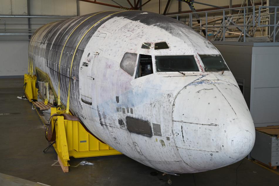 """Die Lufthansa-Maschine """"Landshut"""" steht im Bodensee-Airport in einem Hangar des Dornier Museums. (Archiv)"""