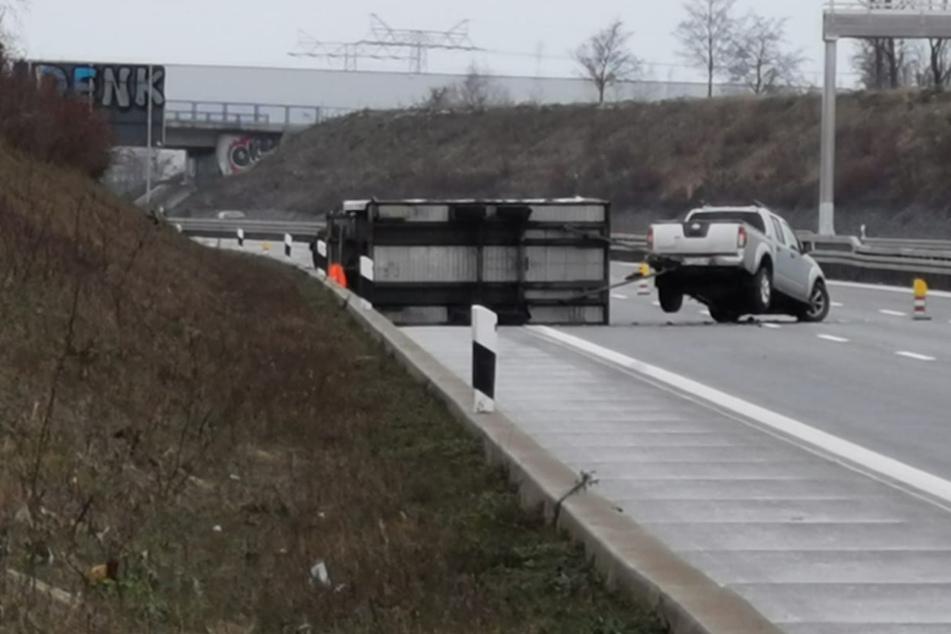 Unfall auf der A14: Anhänger macht sich selbstständig und landet auf der Seite