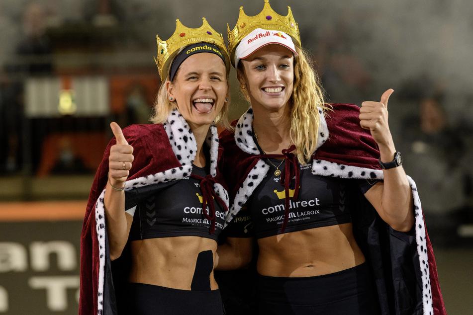 Laura Ludwig (35, l.) und Anouk Vergé-Dépré (29) können sich über ihre Kronen freuen.