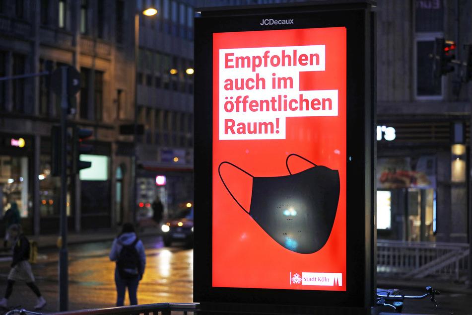 In Köln wirbt die Stadt für das Tragen von Mund-Nase-Masken, in Fußgängerzonen ist es sogar Pflicht.