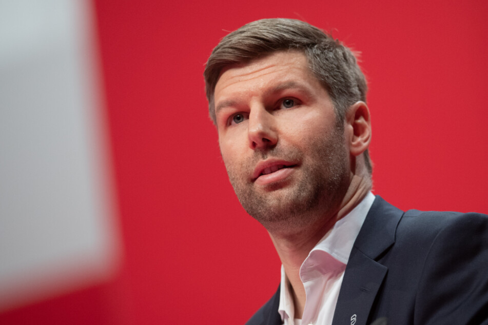 Vorstands-Chef Thomas Hitzlsperger (37).