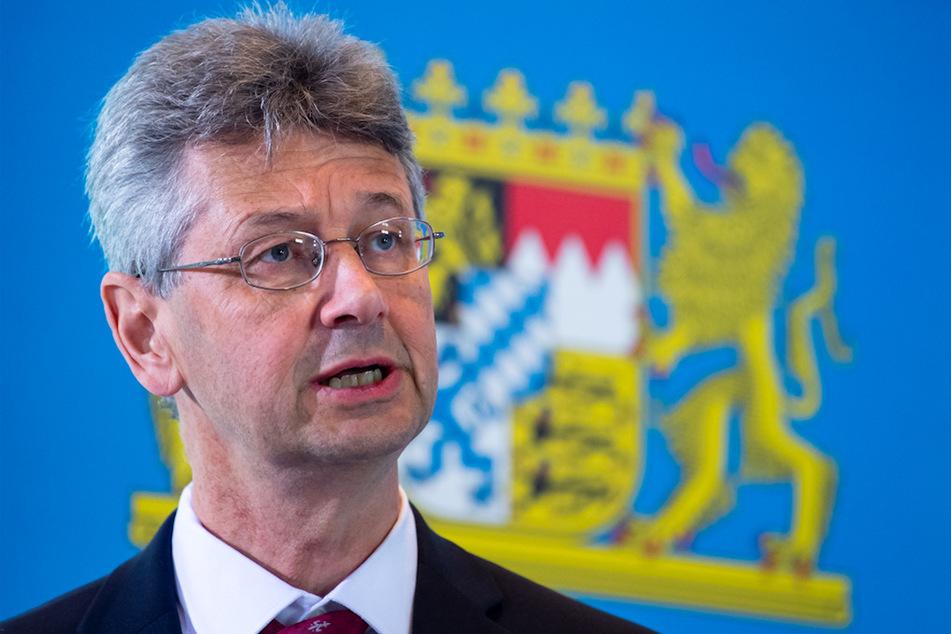 Michael Piazolo (Freie Wähler), Kultusminister von Bayern, nimmt nach einer Sitzung des bayerischen Kabinetts an einer Pressekonferenz teil.