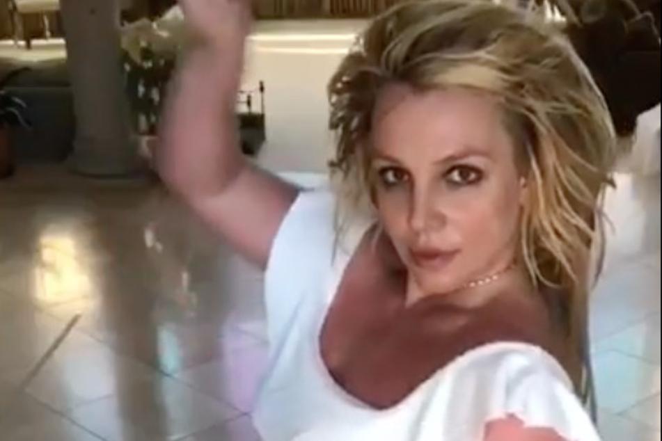 Britney reveals how she eats to feel good in Instagram dance video