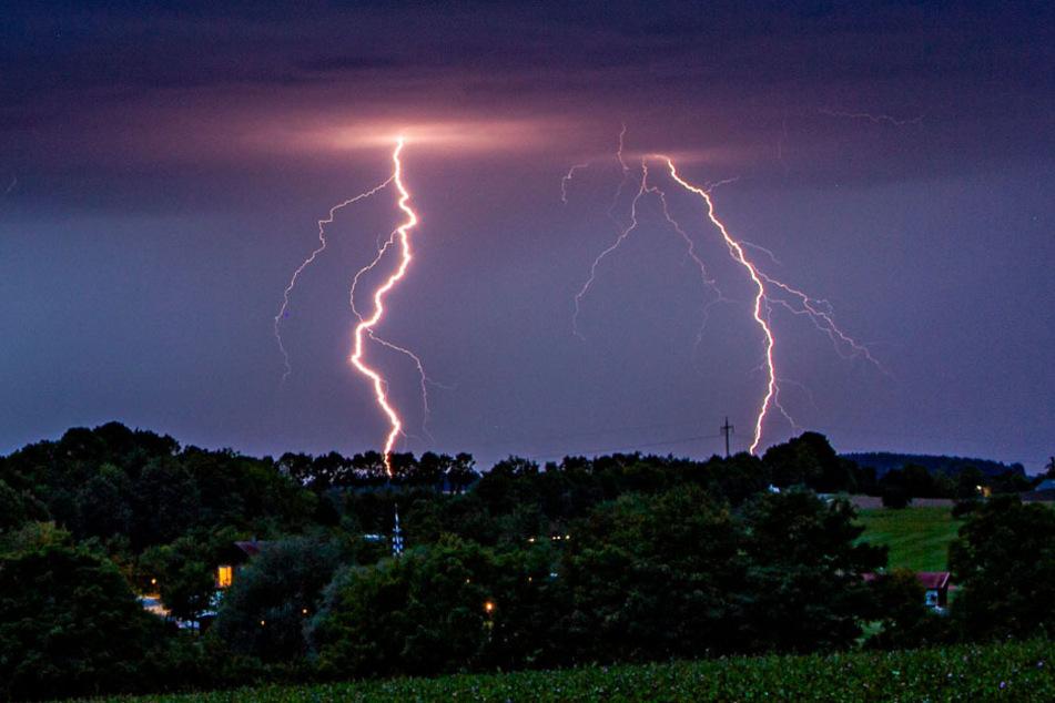Die Südbayern sollten sich auf Gewitter einstellen. (Archiv)