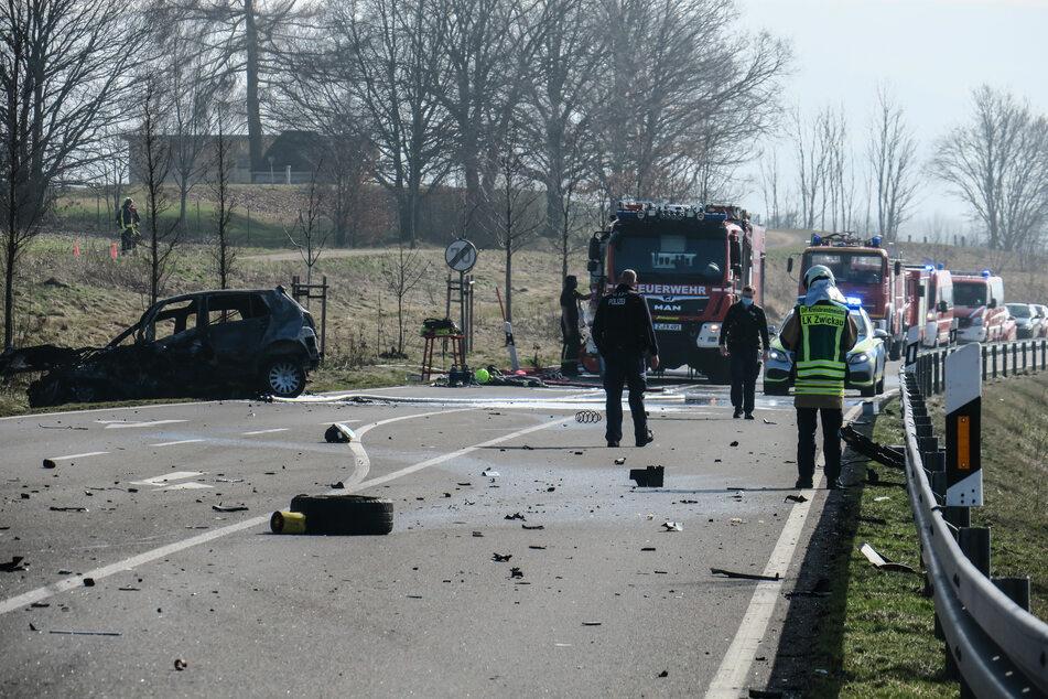 Horror-Crash in Sachsen: Fahrer verbrennt nach Kollision