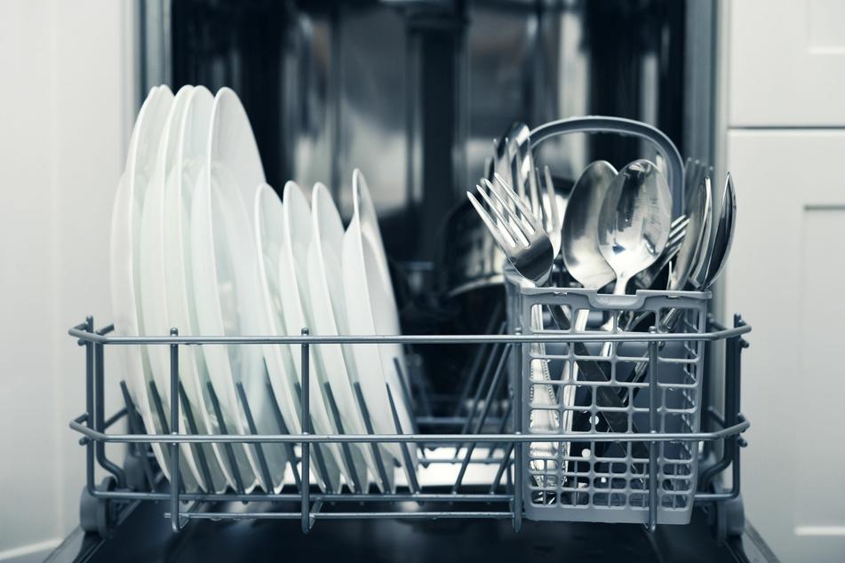 Diese 8 Dinge gehören nicht in die Spülmaschine! Doch was sind die Gründe?