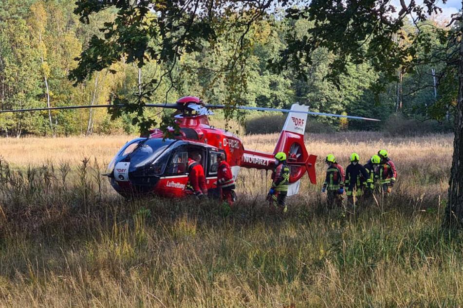 Die schwer verletzte Radfahrerin wurde mit einem Rettungshubschrauber in eine Berliner Unfallklinik transportiert.