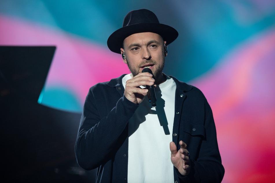 Der deutsche Sänger Max Mutzke (40) steht auf der Bühne der ARD-Benefizgala zugunsten der Opfer der Hochwasser-Katastrophe.