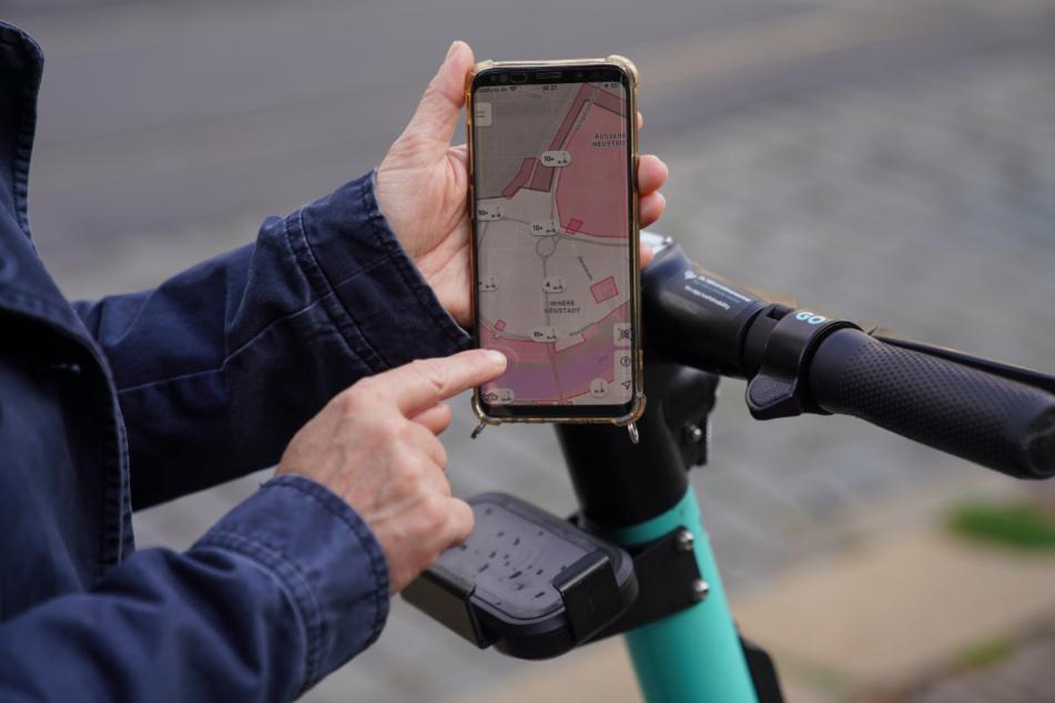 In der App auf dem Handy werden die Bereich rot angezeigt, in denen das Parken verboten ist.