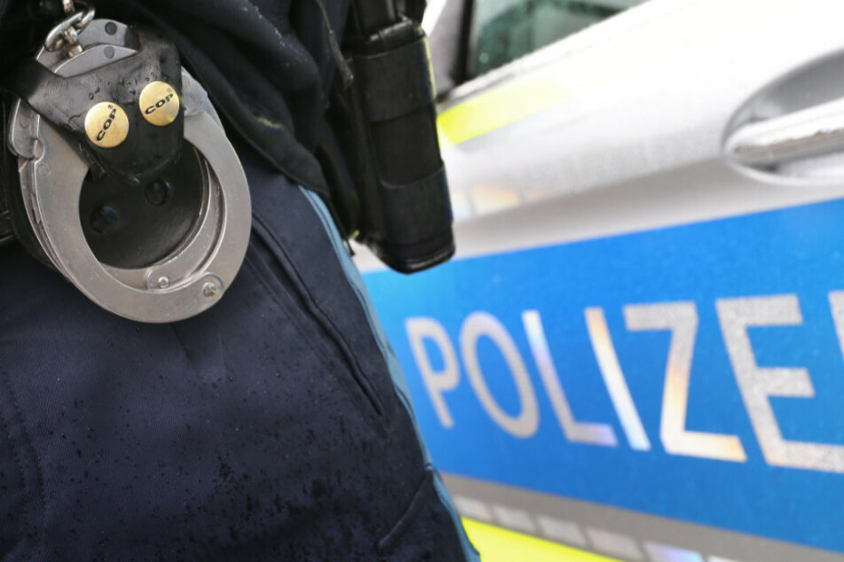 Ein 18-Jähriger hat seine Eltern und einen Polizeibeamten angegriffen. (Symbolbild)
