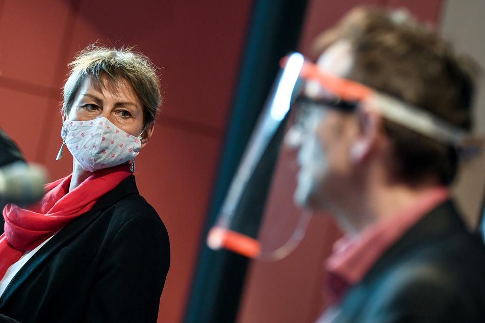 Elke Breitenbach (Die Linke), Senatorin für Integration, Arbeit und Soziales und Stephan von Dassel (Bündnis 90/Die Grünen), Bezirksbürgermeister Berlin-Mitte.
