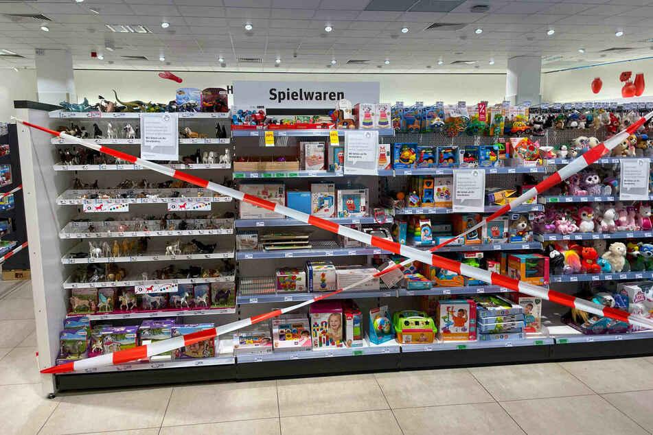 """Für kurze Zeit durften in Supermärkten keine Produkte verkauft werden, die nicht """"für den täglichen Bedarf gedacht sind"""". Spielwaren waren also tabu."""