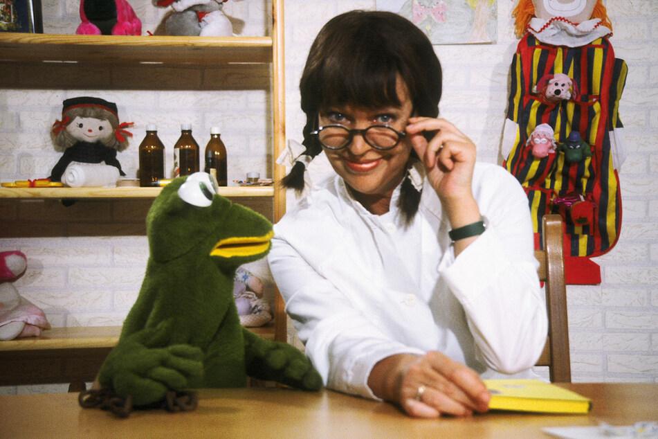 Wenn Urte Blankenstein mit ihrem Kinderprogramm unterwegs ist, darf Frosch Quaki nicht fehlen.