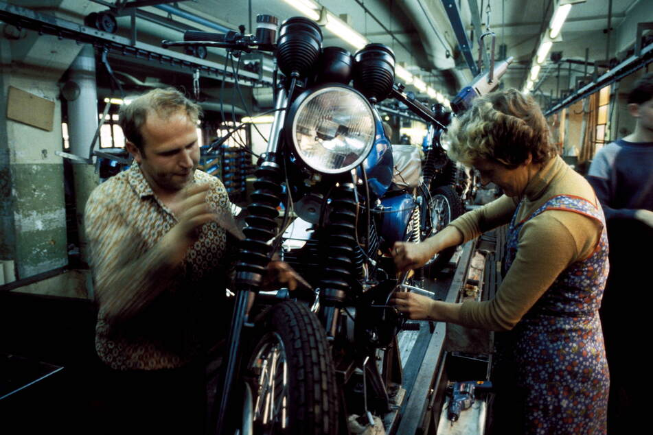 Montage eines MZ-Motorrads im Zschopauer Werk im Jahr 1991.