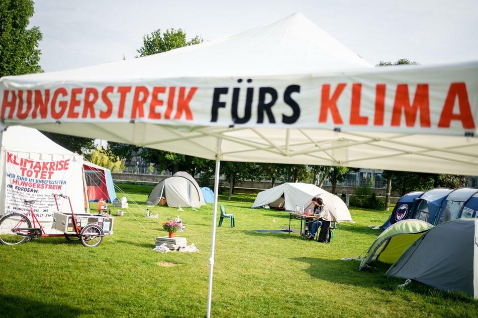Berlin: Zwei junge Frauen stoppen ihr Hungern fürs Klima