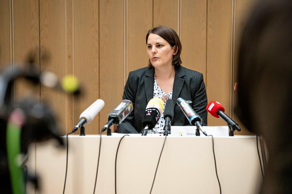 Staatsanwältin Katrin Frauenkron spricht im Juli 2020 auf einer Pressekonferenz in der Berliner Staatsanwaltschaft zu der Festnahme eines mutmaßlichen Serienvergewaltigers.