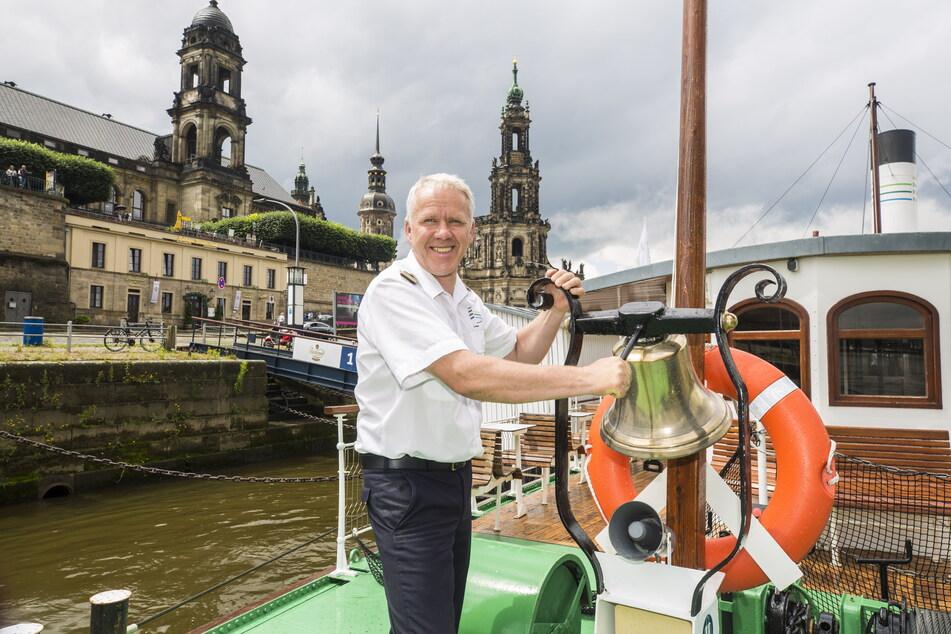 Kapitän Andreas Weber (49) führt auf dem Dampfer Dresden die Flottenparade an.