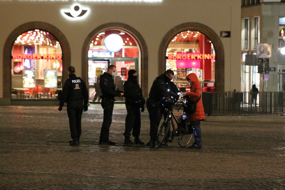5 bis 10 Querdenker hatten sich in der Innenstadt versammelt.