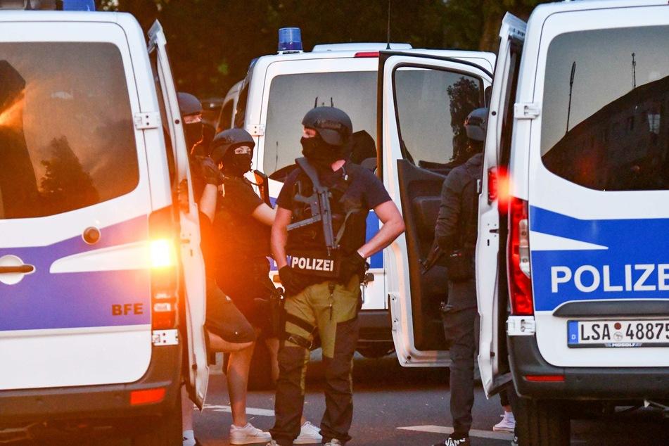 Personen mit Luftgewehr auf Dach von Wohnheim entdeckt: SEK-Einsatz in Magdeburg