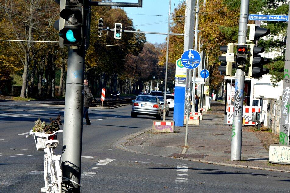 """Unter anderem auf der Prager Straße sollen """"Geisterräder"""" an verstorbene Fahrradfahrer erinnern."""