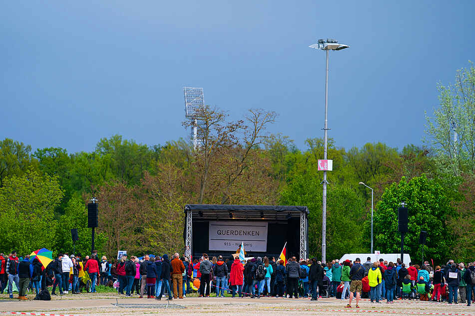 """Fast zwei Drittel blieben zu Hause: """"Querdenken""""-Demo deutlich kleiner als angekündigt"""