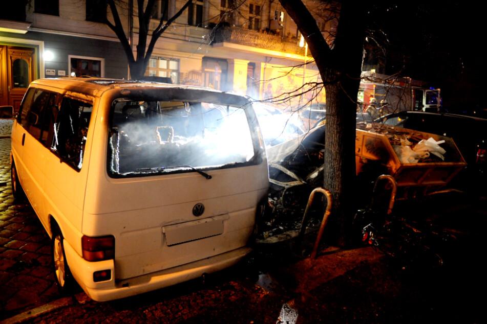 Ein Auto ist in Berlin angezündet worden.
