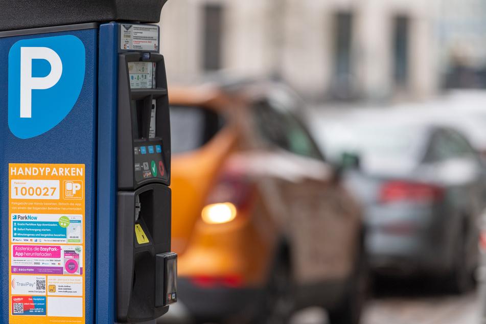 Leipzig: Skurriler Diebstahl: Täter nehmen gleich ganzen Parkschein-Automaten mit!