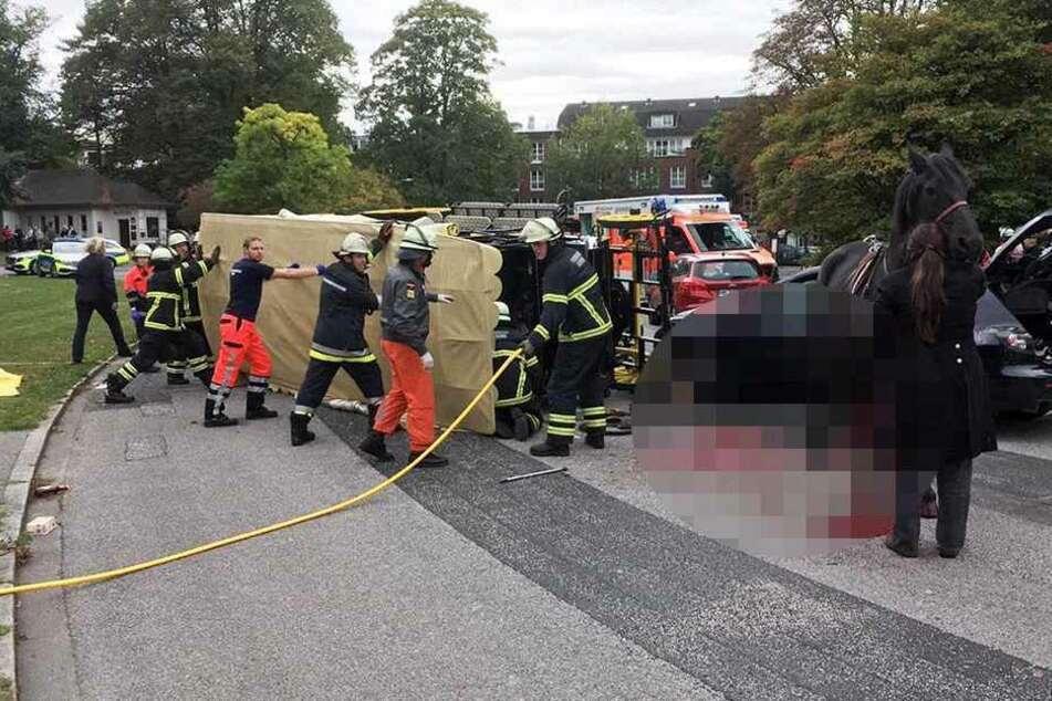 Eine Frau kam bei dem Kutschenunfall ums Leben.