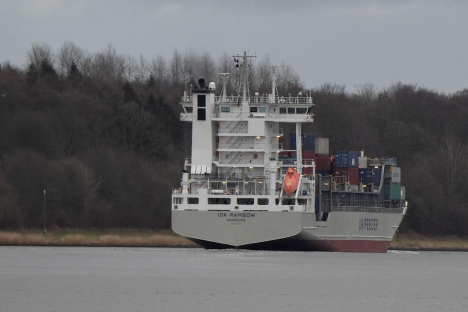 Unglück auf Nord-Ostsee-Kanal: Frachter krachen zusammen