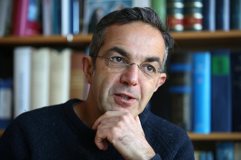 Navid Kermani (52), Schriftsteller und Orientalist, spricht in seinem Büro. (Archivbild)
