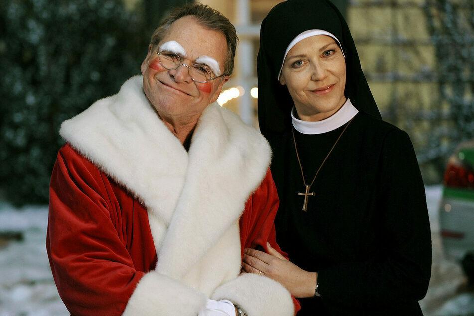 Als Nikolaus war Fritz Wepper (79) im Dezember 2020 unterwegs - ab März laufen die letzten Episoden.